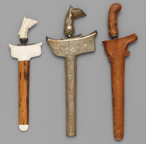 Three short Indonesian keris. Late 19th/20th century -