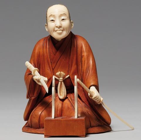 Okimono. Mann mit zwei Schwertern. Holz und Elfenbein. Um 1900 -