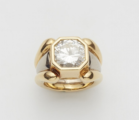 An 18k bi-colour gold ring with a diamond solitaire -