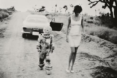 Peter Lindbergh - Helena Christensen, Mohave Desert, Vogue Italy