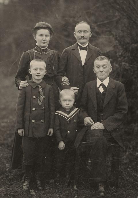 August Sander - Ohne Titel (Familie, Westerwald)