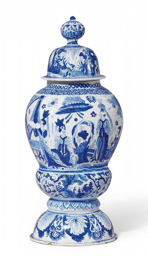 Deckelvase mit blauer Chinoiserie -
