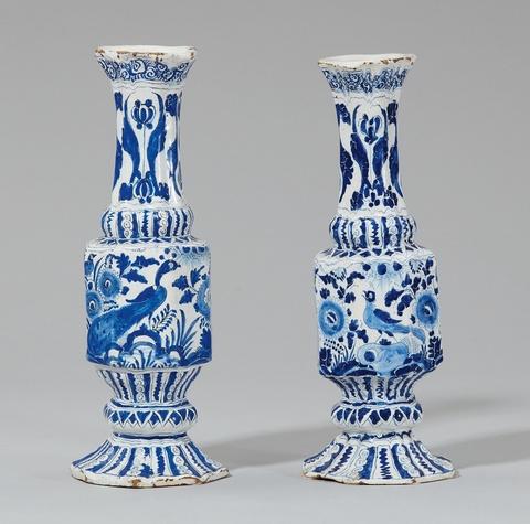 Zwei Flaschen mit Vogeldekor -