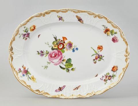 Große ovale Platte aus der zweiten Lieferung des Tafelservices für das Berliner Schloss -