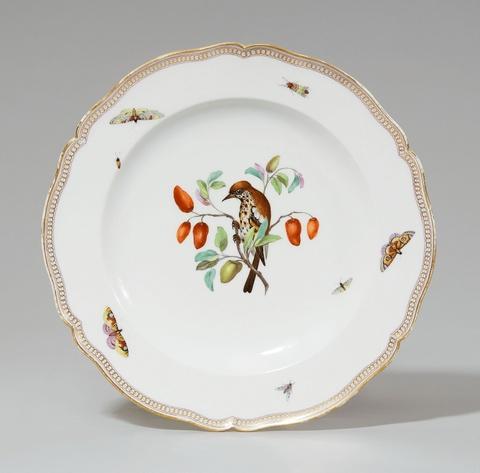 Speiseteller aus dem Hochzeitsservice für Prinz Friedrich Ludwig Karl von Preußen und Prinzessin Friederike von Mecklenburg-Strelitz -