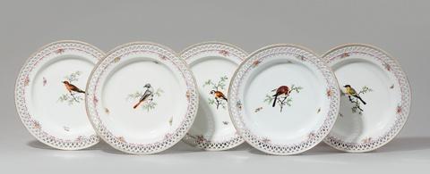 Fünf Dessertteller aus einem Tafelservice mit heimischen Vögeln -