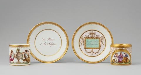 Zwei Tassen und Untertassen mit allegorischen Darstellungen -