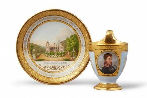 Bedeutende Tasse mit Bildnis Friedrich Wilhelm III. und Untertasse mit der Ansicht einer Orangerie von Ludwig Catel -