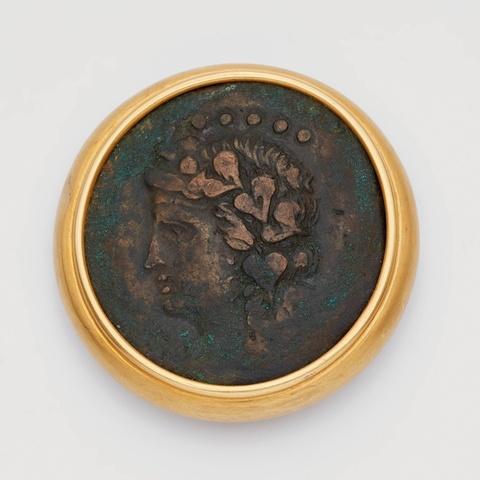 Brosche mit hellenistischer Münze -