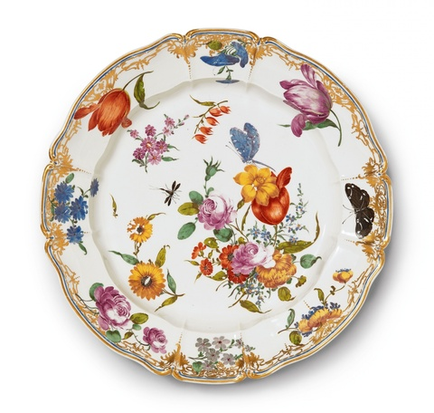 A magnificent platter related to the court service -