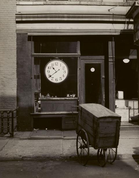 Berenice Abbott - Christopher Street shop, New York