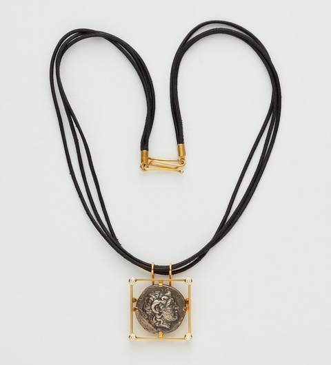 Anhängerbrosche mit hellenistischer Münze -