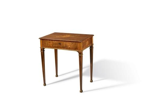 Arbeitstisch von David Roentgen -