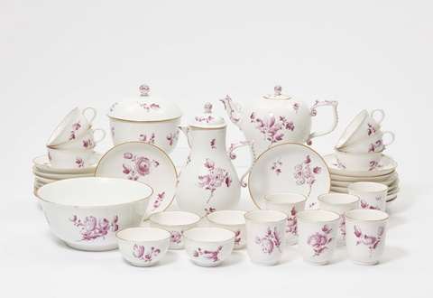 A Höchst porcelain tea and coffee service with flowers en camaieu -