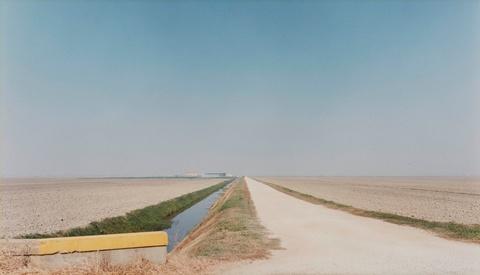 Luigi Ghirri - Verso Lagosanto (aus der Serie: Il profilo delle nuvole)