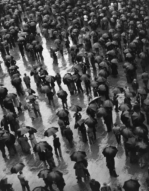 Ludwig Windstosser - Versammlung im Regen