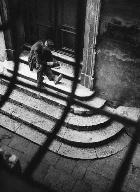 Ludwig Windstosser - Mann auf einer Treppe