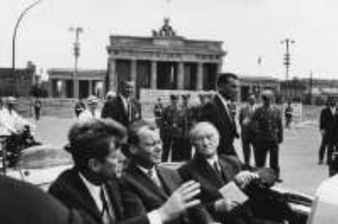 Will McBride - Kennedy, Brandt und Adenauer vor dem Brandenburger Tor