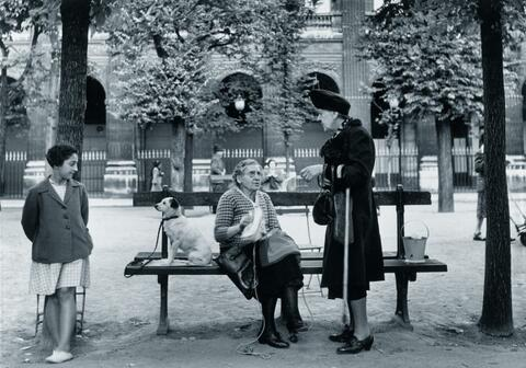 Robert Doisneau - Un Banc au Palais Royal