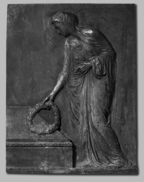 Fritz Klimsch - Kranz niederlegende weibliche Figur