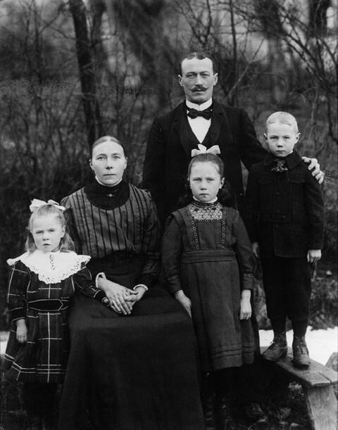 August Sander - Westerwälder Bauernfamilie (Familie Eichelhardt)