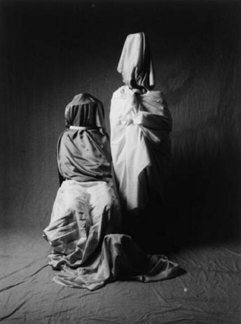 Ulrich Tillmann - Zwei Guedras mit Hütehund (Aus: Meisterwerke der Fotokunst)