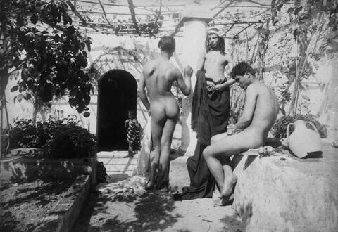 Wilhelm von Gloeden - Männliche Akte im Garten