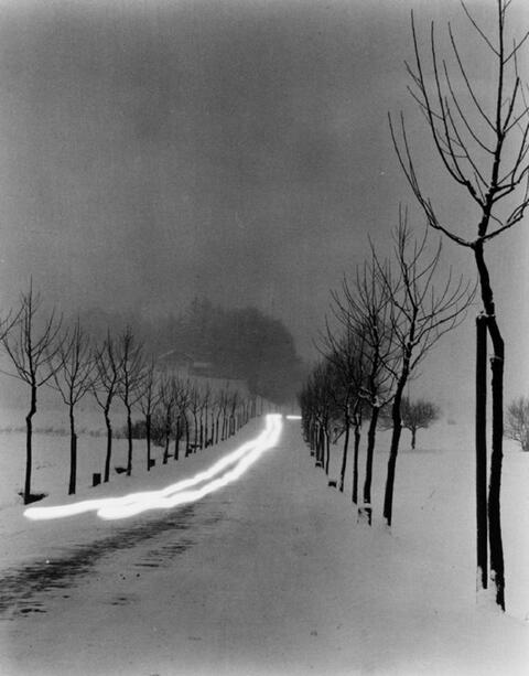 Peter Keetman - Abendliche Straße bei Bernau
