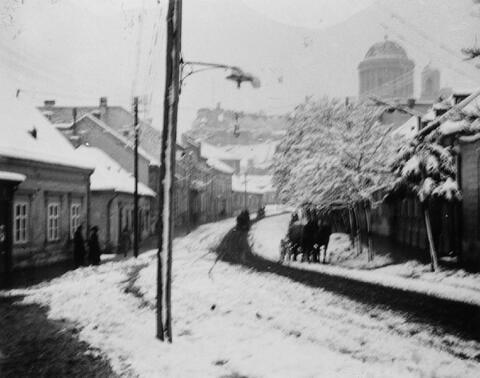 André Kertész - Dorf im Schnee