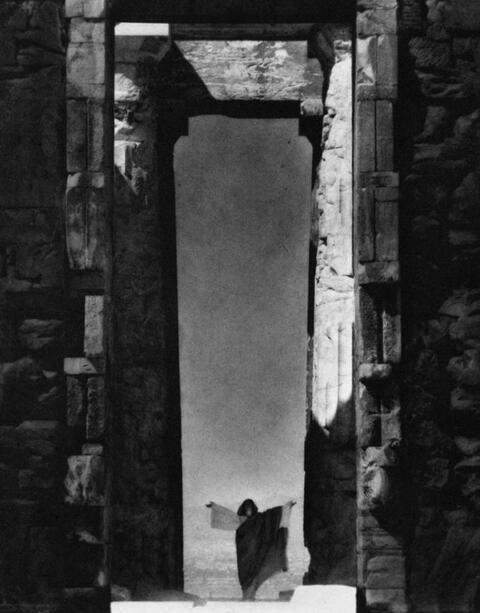 Edward Steichen - Isadora Duncan at the Parthenon