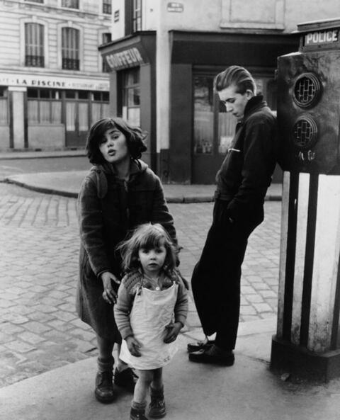 Robert Doisneau - Les Enfants de la Place Hébert