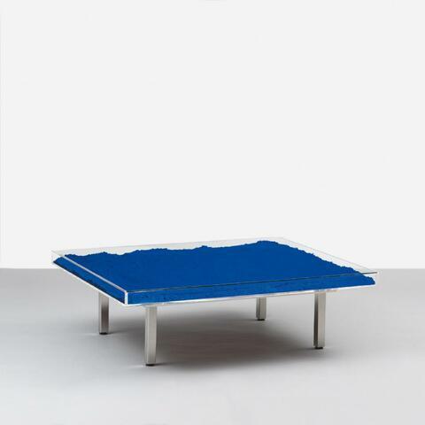 Yves Klein - Blauer Tisch