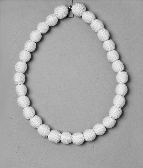 Rosemarie Trockel - Perlenkette