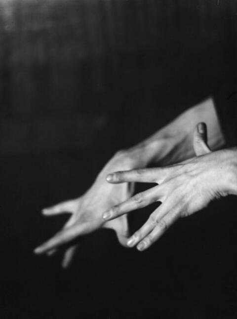 Germaine Krull - PAL RAB (DREI HANDSTUDIEN)