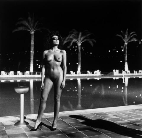 Helmut Newton - PISCINE, OLD BEACH HOTEL, MONTE-CARLO