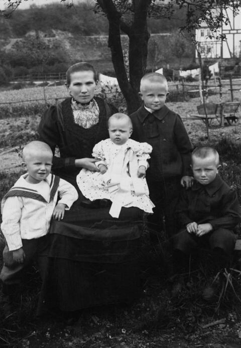 August Sander - OHNE TITEL (FAMILIENPORTRAIT)