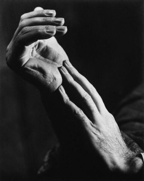 Trude Fleischmann - HANDSTUDIE (HUGO BURGHAUSER, FAGOTTIST DER WIENER PHILHARMONIKER)