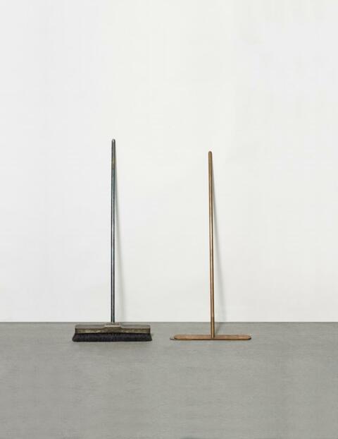 Joseph Beuys - Silberbesen und Besen ohne Haare