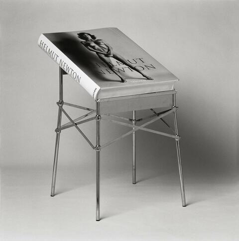 Helmut Newton - HELMUT NEWTON'S SUMO
