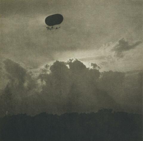 Alfred Stieglitz - A DIRIGIBLE