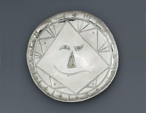 Pablo Picasso - Tête géométrique. Plate en argent