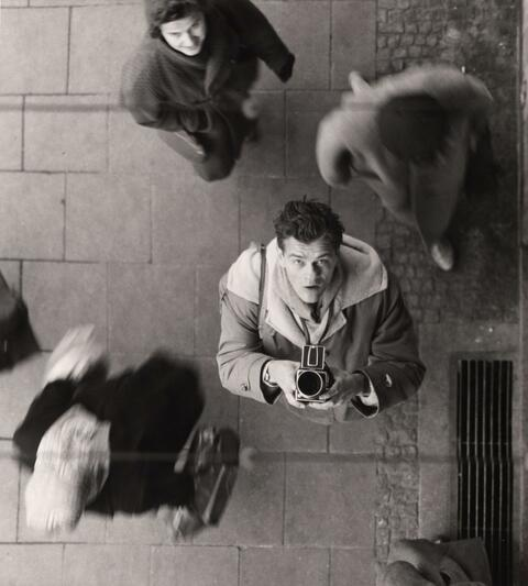 Peter Keetman - Selbstportrait mit Kamera