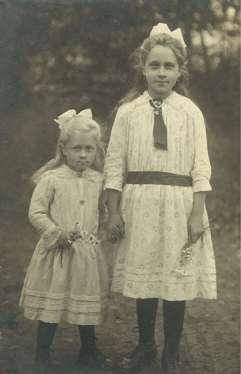 August Sander - Ohne Titel (Portrait zweier Schwestern)