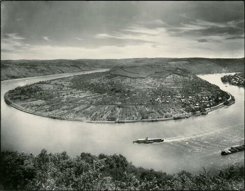 August Sander - Rhine river near Boppard/Osterspey